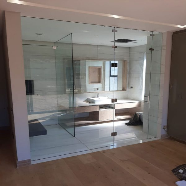 Glass bathroom wall with screen