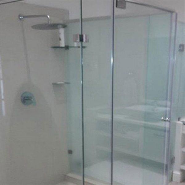 Header rail shower enclosure with pivot door sml
